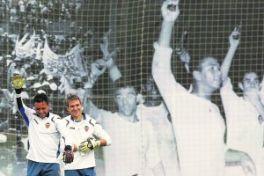 Alves y Guaita echan el candado al Valencia