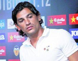 Tino Costa quiere salir de Mestalla, pero ahora el club se niega a traspasarlo